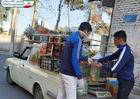 قهرمان کشتی جهان میوه فروشی می کند